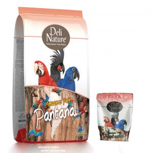 غذای ماکائو و کاکادو و طوطی های بزرگ Pantanal